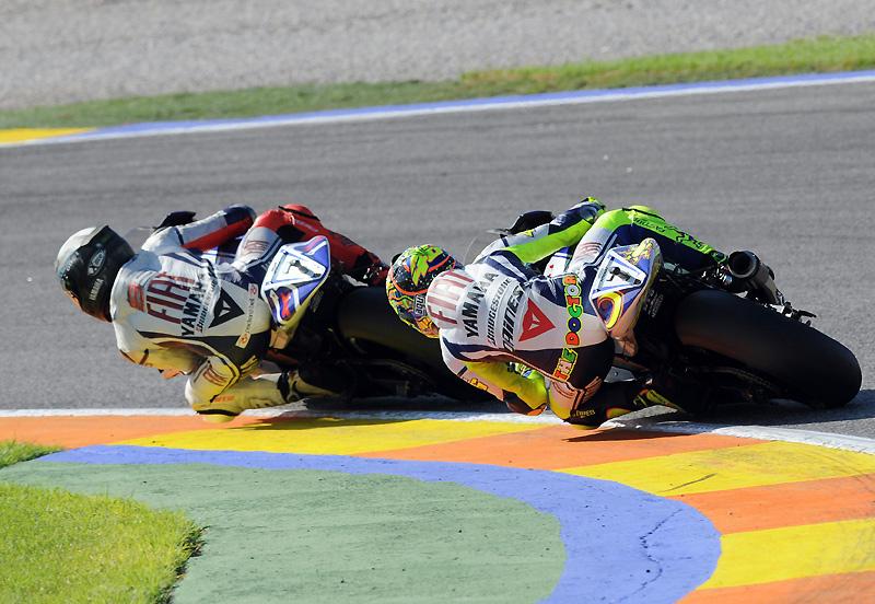 Moto GP saison 2010 2009-yamaha-valence-test-lorenzo-rossi