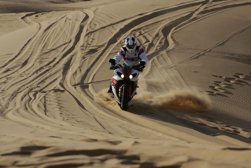 Virée facile Maroc 2015 - Page 40 2012-yamaha-peterhansel-dune-r1-5