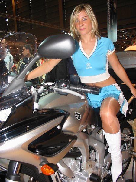 Retour sur les h tesses yamaha du mondial 2005 yamaha au for Hotesse salon moto